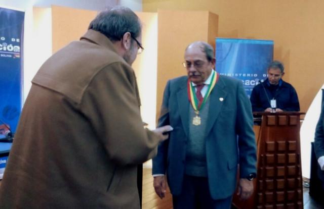 Educación otorga máximo reconocimiento a Rafael García Mora, director saliente de Fe y Alegría